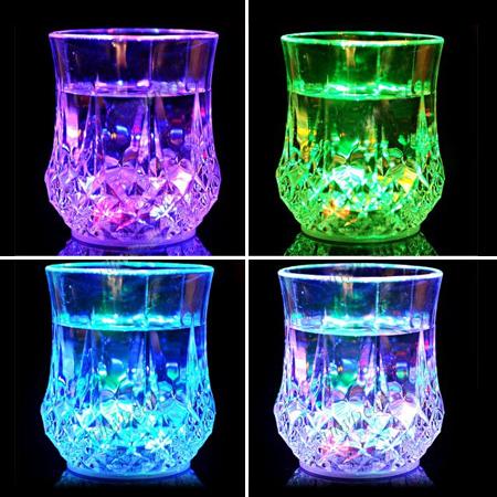 لیوان جادویی دارای چراغ LED Inductive Rainbow Color Cup